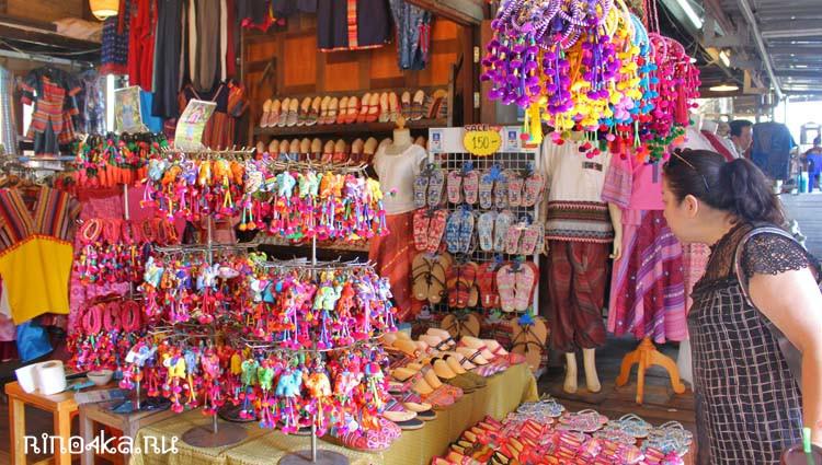 Сувениры на плавучем рынке